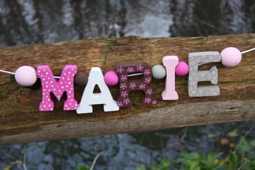 Buchstabenketten Mädchen